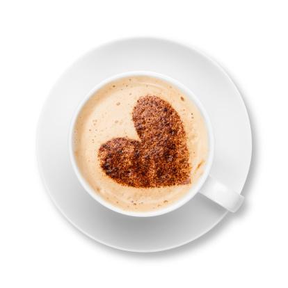 ハート「カプチーノ、ホワイトのカップとソーサーでチョコレートの中心」:スマホ壁紙(3)