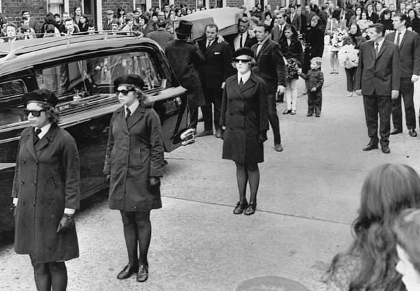 IRA Funeral:ニュース(壁紙.com)