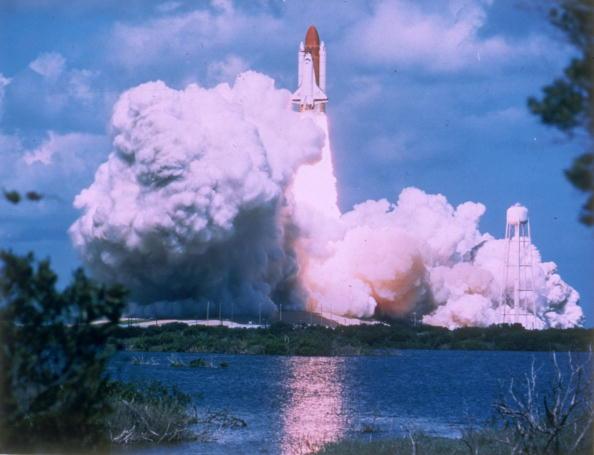 Space Shuttle「Shuttle Takes Off」:写真・画像(3)[壁紙.com]