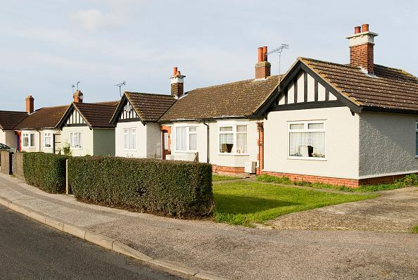Suburb「Mock tudor semi detached bungalow, Ipswich, Suffolk, UK」:写真・画像(11)[壁紙.com]