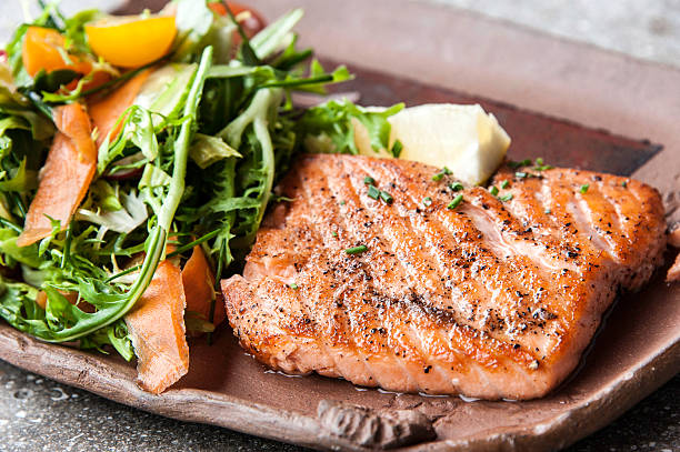 Grilled fillet of wild salmon:スマホ壁紙(壁紙.com)