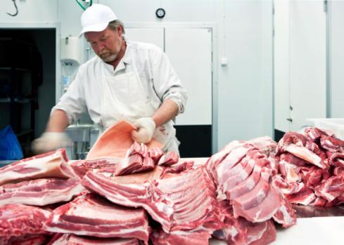 雪「Butcher in local abattoir with ecological meat」:スマホ壁紙(3)