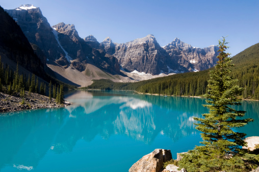 Moraine Lake「Blue waters of Morraine Lake in Banff National Park, Canada」:スマホ壁紙(9)