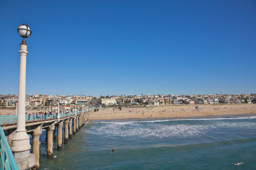 Manhattan Beach「Blue waters near pier, shore and sky」:スマホ壁紙(18)