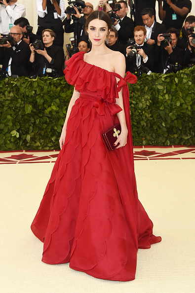 Maroon「Heavenly Bodies: Fashion & The Catholic Imagination Costume Institute Gala - Arrivals」:写真・画像(18)[壁紙.com]