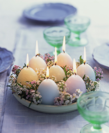 イースター「Egg-shaped candles on table」:スマホ壁紙(15)