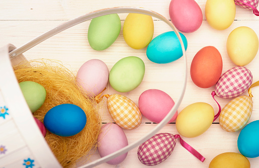 Easter Basket「Retro Easter basket and colorful Easter eggs. Debica, Poland」:スマホ壁紙(13)