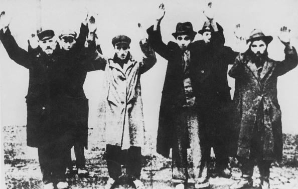 Surrendering「Polish Jews Arrested」:写真・画像(12)[壁紙.com]