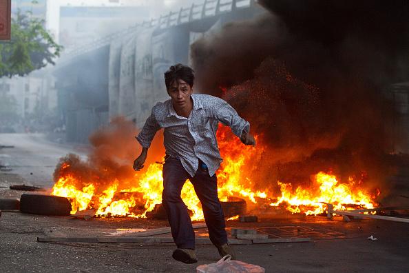 Top - Garment「Violence Hits Bangkok As Military Crackdown」:写真・画像(11)[壁紙.com]