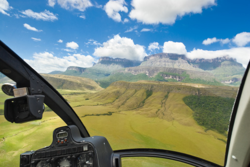 Venezuela「Auyan Tepuy Mountain View from Helicopter Cockpit」:スマホ壁紙(12)