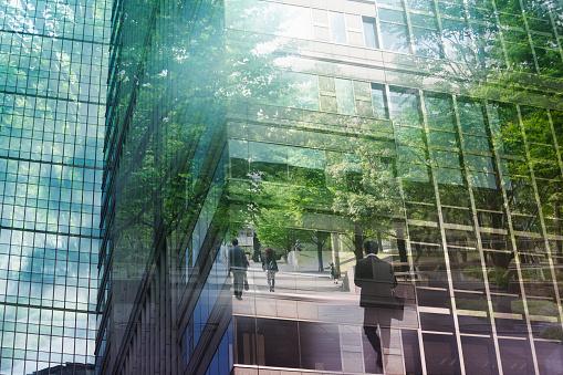 Progress「Multi layered businessmen with building」:スマホ壁紙(12)