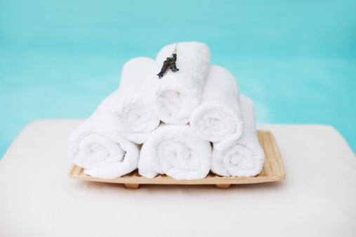 Health Spa「Rolled towels with lavender on tray at poolside」:スマホ壁紙(2)