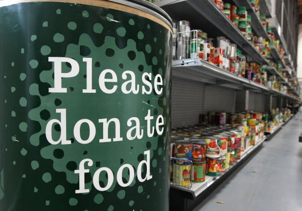 Feeding「California Food Bank Struggles To Keep Stock Up Amid Economic Climate」:写真・画像(19)[壁紙.com]