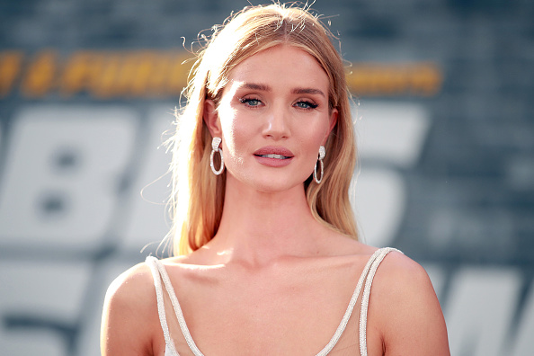 """Rosie Huntington-Whiteley「Premiere Of Universal Pictures' """"Fast & Furious Presents: Hobbs & Shaw"""" - Arrivals」:写真・画像(0)[壁紙.com]"""