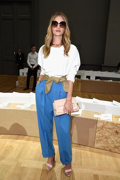 ロージー・ハンティントン・ホワイトリー「Chloe : Front Row - Paris Fashion Week Womenswear Spring/Summer 2015」:写真・画像(9)[壁紙.com]