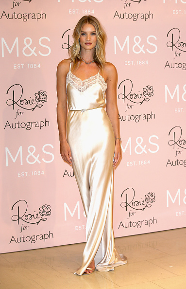 Rosie Huntington-Whiteley「Rosie Huntington-Whiteley Launches Her New Fragrance For M&S」:写真・画像(10)[壁紙.com]