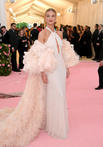 Rosie Huntington-Whiteley「The 2019 Met Gala Celebrating Camp: Notes on Fashion - Arrivals」:写真・画像(11)[壁紙.com]