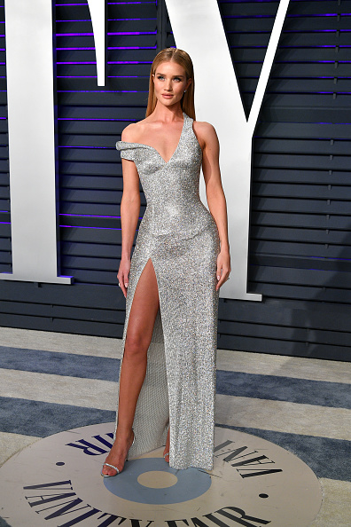 Rosie Huntington-Whiteley「2019 Vanity Fair Oscar Party Hosted By Radhika Jones - Arrivals」:写真・画像(2)[壁紙.com]