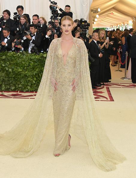メトロポリタン美術館「Heavenly Bodies: Fashion & The Catholic Imagination Costume Institute Gala - Arrivals」:写真・画像(6)[壁紙.com]