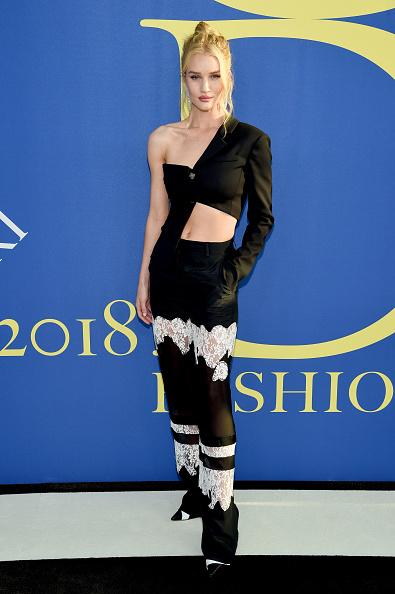 ロージー・ハンティントン・ホワイトリー「2018 CFDA Fashion Awards - Arrivals」:写真・画像(5)[壁紙.com]