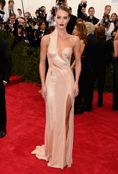 """Rosie Huntington-Whiteley「""""China: Through The Looking Glass"""" Costume Institute Benefit Gala - Arrivals」:写真・画像(8)[壁紙.com]"""