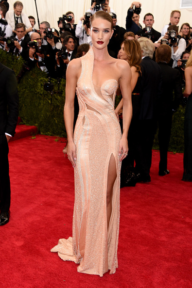 """Rosie Huntington-Whiteley「""""China: Through The Looking Glass"""" Costume Institute Benefit Gala - Arrivals」:写真・画像(9)[壁紙.com]"""