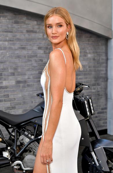 """ロージー・ハンティントン・ホワイトリー「Premiere Of Universal Pictures' """"Fast & Furious Presents: Hobbs & Shaw"""" - Red Carpet」:写真・画像(18)[壁紙.com]"""