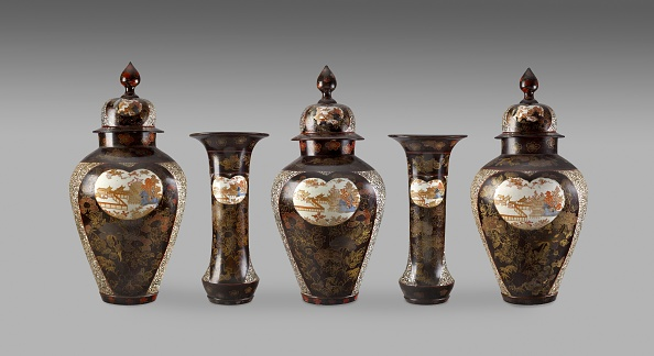 Vase「Lidded Jar With Panels Depicting Temple Buildings Among Trees」:写真・画像(18)[壁紙.com]