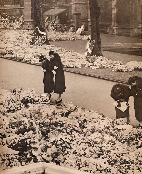 Carefree「The State Funeral of King George V at Windsor: memorial wreaths」:写真・画像(16)[壁紙.com]