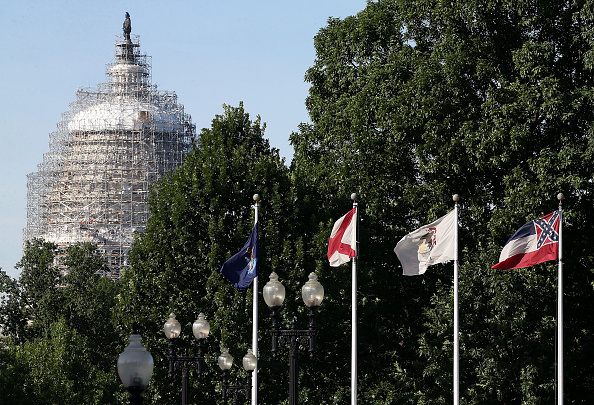 US State Flag「Mississippi State Flag Under Scrutiny Amid Calls For South Carolina To Take Down Confederate Flag Outside Its Capitol」:写真・画像(2)[壁紙.com]