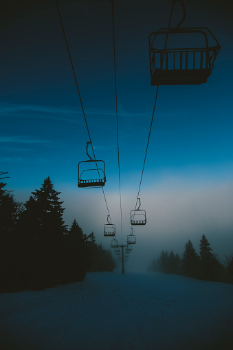 スノーボード「Ski lifts over Ski Slope in Winter」:スマホ壁紙(0)