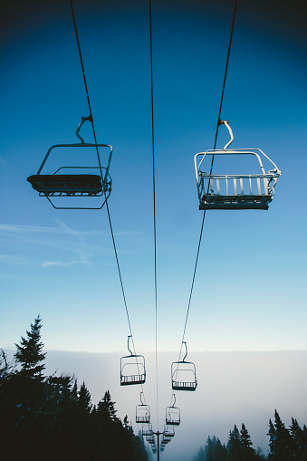 スノーボード「Ski lifts over Ski Slope in Winter」:スマホ壁紙(8)
