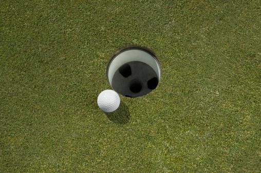 Weekend Activities「Golf ball near hole, close-up」:スマホ壁紙(1)