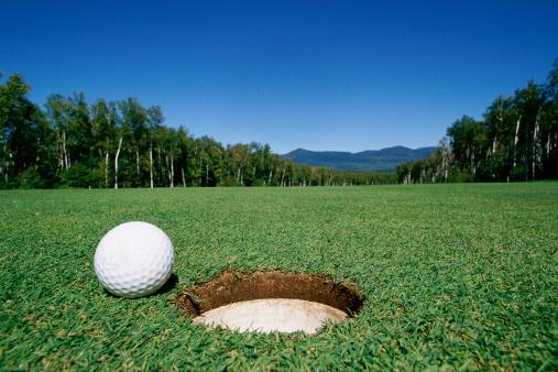 Putting - Golf「Golf ball next to hole」:スマホ壁紙(16)