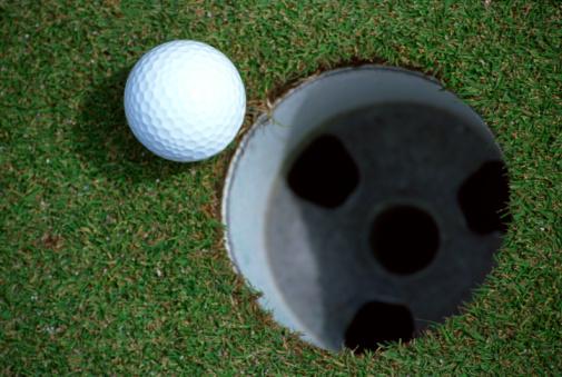 Putting - Golf「Golf ball next to cup」:スマホ壁紙(18)