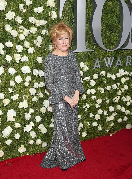 カメラ目線「2017 Tony Awards - Red Carpet」:写真・画像(1)[壁紙.com]