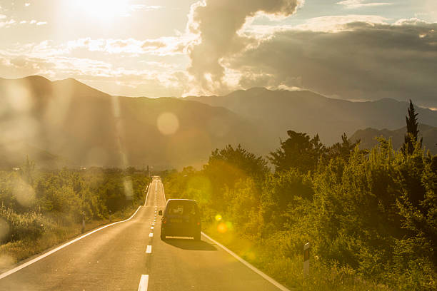 A scenic road crossing through Croatia:スマホ壁紙(壁紙.com)