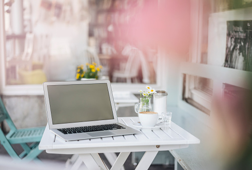 Coffee Break「Laptop and cup of coffee on table in a cafe」:スマホ壁紙(12)