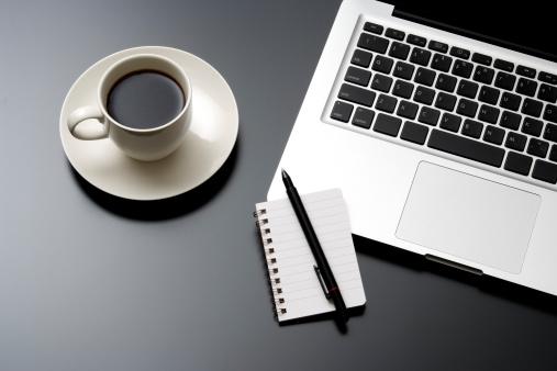 Coffee Break「Laptop and a cup of coffee on office desk」:スマホ壁紙(13)