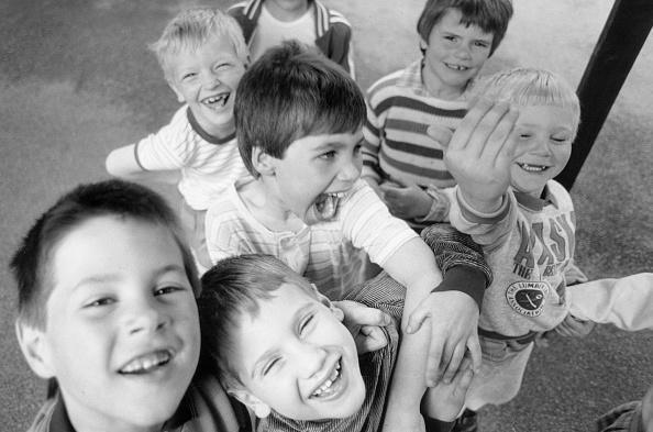 プレーする「Laughing Children」:写真・画像(19)[壁紙.com]