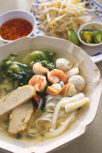 Bean Sprout「Closed Up Image of a Vietnamese Noodle Soup With Sea Food, High Angle View, Differential Focus」:スマホ壁紙(14)