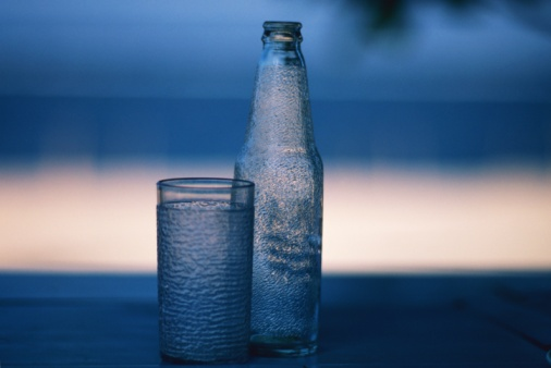 Resort「Closed Up Image of a Glass and a Bottle, Differential Focus」:スマホ壁紙(19)