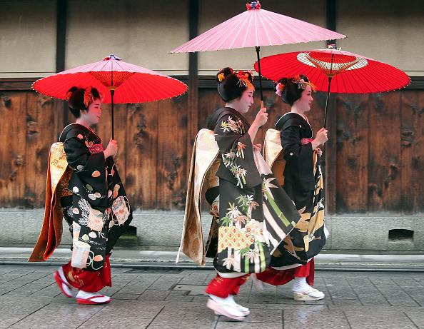 祇園甲部歌舞練場「Maiko and Geiko Celebrate New Year」:写真・画像(4)[壁紙.com]