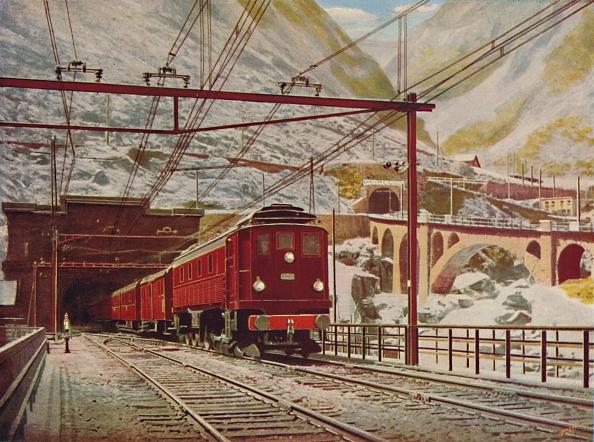 Passenger Train「Swiss Express Leaving The Great St Gotthard Tunnel」:写真・画像(4)[壁紙.com]