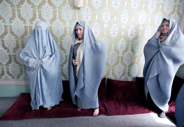 Religious Dress「Afghan Women in Burkas」:写真・画像(16)[壁紙.com]