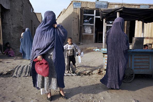 Dust「Afghan Women in Burkas」:写真・画像(3)[壁紙.com]