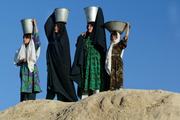 Water「People Of Remote Afghan Region Recieve Aid」:写真・画像(0)[壁紙.com]