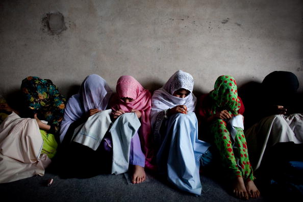 Women「Afghans Continue Daily Life As Tension Rises」:写真・画像(18)[壁紙.com]