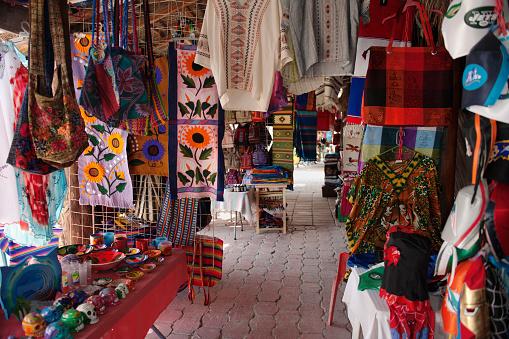 Market Stall「Handicrafts for sale in Puerto Morelos, Mexior」:スマホ壁紙(14)