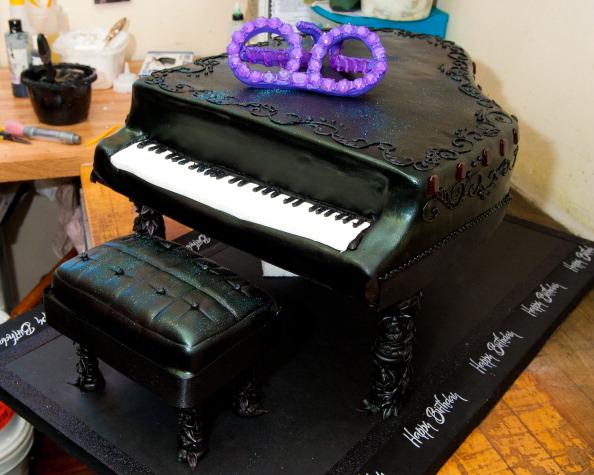 Sweet Food「Bredenbeck's Bakery Unveils Elton John's Birthday Cake」:写真・画像(12)[壁紙.com]